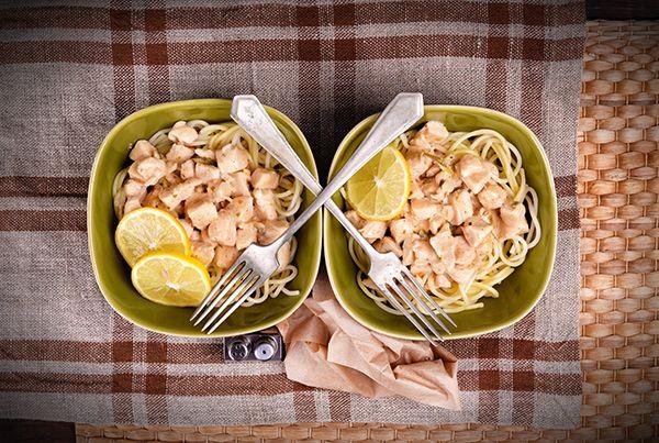 Spagetti citromos, fehérboros csirkével - lépésekben