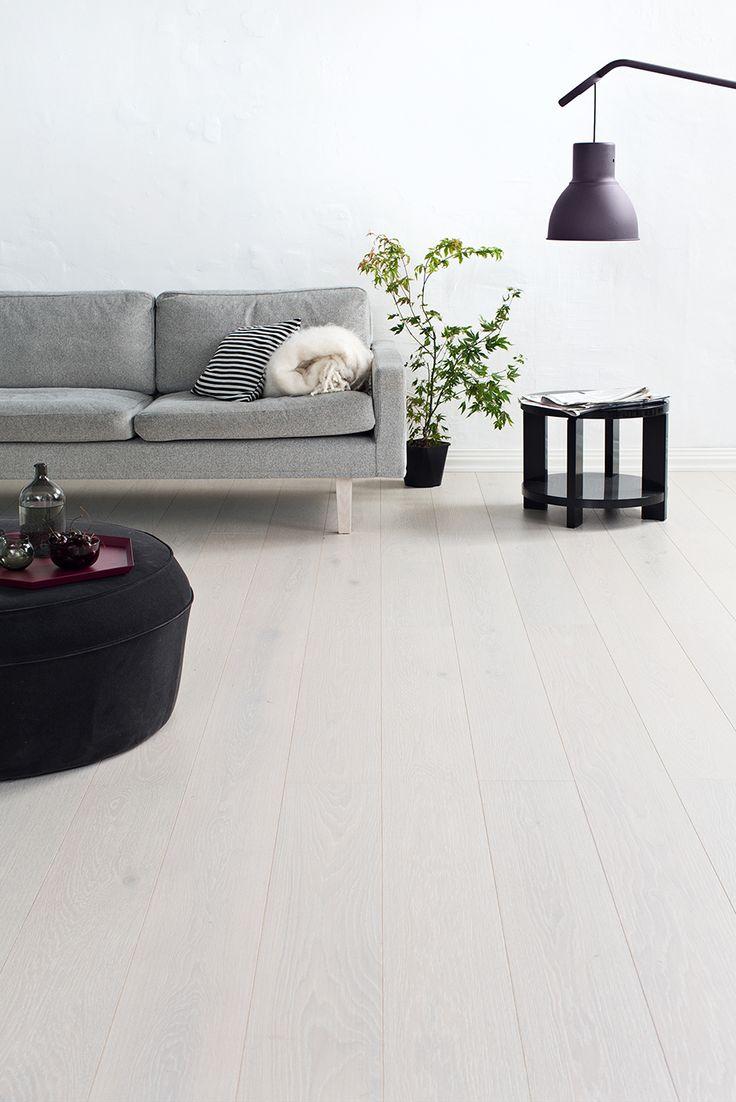 Clear and grey, Oak parquet FROST, brushed matt lacquered. www.timberwiseparquet.com  Raikas harmaa, Tammiparketti FROST, harjattu mattalakattu. www.timberwiseparketti.fi