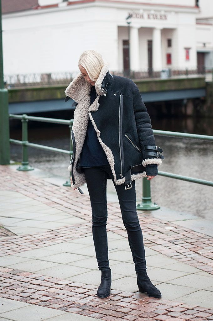 Jacket and boots from Acne, cashmere knit from Zara and jeans from Gina Tricot.