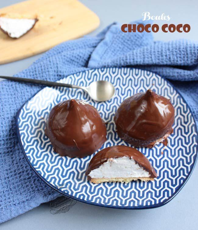 Les boules choco coco ! Une recette de meringue à la noix de coco recouverte de chocolat, le tout posé sur un biscuit sablé... Un pur délice !! Cette pâtisserie rappelle les anciennes têtes de nègre.