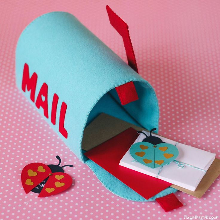 Follow our step-by-step tutorial to make an adorable DIY play mailbox for your little ones. Use it as a valentines mailbox or for everyday pretend!