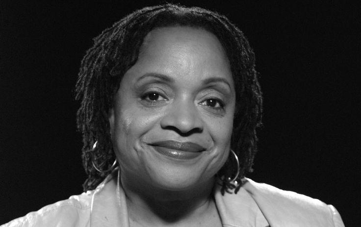 De la littérature à la photographie en passant par l'enseignement, Deborah Willis a mis ses talents au service de la culture afro-américaine. Cette artis...