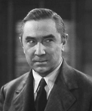 Lugosi Béla 1940-ben - Lugosi Béla (eredetileg Blaskó Béla Ferenc Dezső; Lugos, 1882. október 20. – Los Angeles, Kalifornia, USA, 1956. augusztus 16.) színművész. Drakula, a vámpír alakjának megformálása révén vált világhírűvé és a klasszikus horrorfilmek sztárjává. Művészetének elismerése, hogy egyike azon magyaroknak, akik csillagot kaptak a Hollywoodi hírességek sétányán.