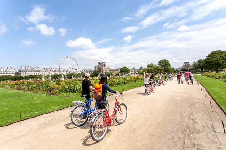 Bike tour IMPERDIBLE : Visita Paris en Bicicleta ! http://www.holaparis.com/excursiones-y-tours/turismo/bicicleta-bike-tour/visita-en-bicicleta/ #paris #tours #turismo