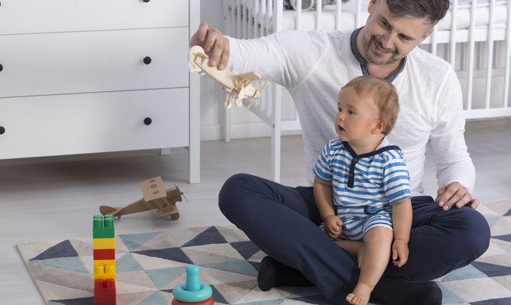"""As mulheres sofrem, desde sempre, com o famoso """"relógio biológico"""". Já está mais do que constatado que a idade avançada delas prejudica a fertilidade e dificulta, na maioria das vezes, o planejamento da uma gravidez mais tardia. Mas um estudo recente da Universidade de Harvard (EUA) descobriu que a fertilidade masculina também pode ser afetada com o avanço dos anos, ao contrário da crença antiga de que é possível ser pai em qualquer idade."""