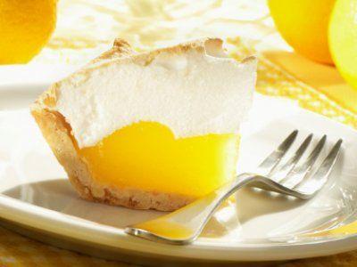 Receta de Pie de Limón   Deliciosa receta de Pay de Limón preparado con galleta María y merengue!