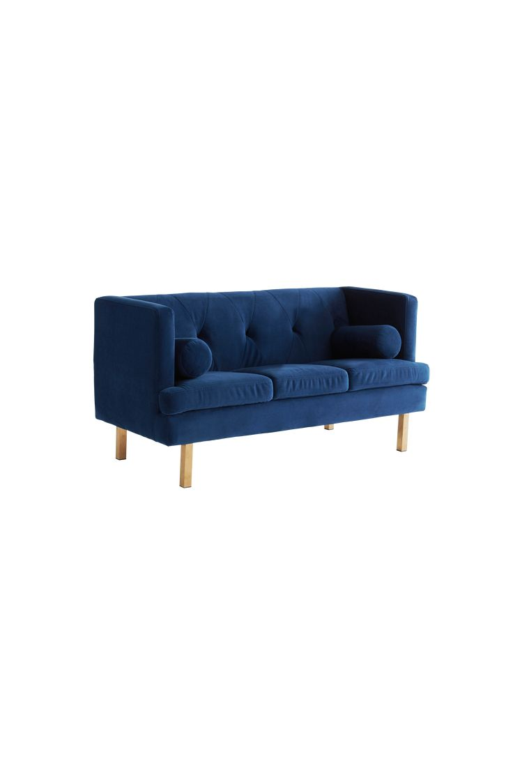 MALAGA KIDS soffa är en miniversion av vår populära soffa OAKDALE. En sammetssoffa med guldfärgade mässingsben, som med sin lena klädsel, cylinderformade kuddar och detaljrikedom, skänker en lyxig känsla var den än står. MALAGA KIDS soffa är liten och lättplacerad och passar perfekt i både tjej- och killrummet. MALAGA KIDS soffa har ett slitstarkt sammetstyg och en stabil stomme av furuträ och plywood, med god sittkomfort tack vare sin fantastiska uppbyggnad av kallskum, zickzack fjädring…