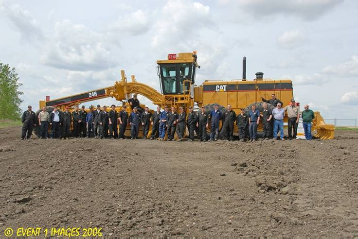 Largest Caterpillar motor grader| Wow I didn't realize how big that thing was till I saw this!.500hp 145,000lb Caterpillar 24H