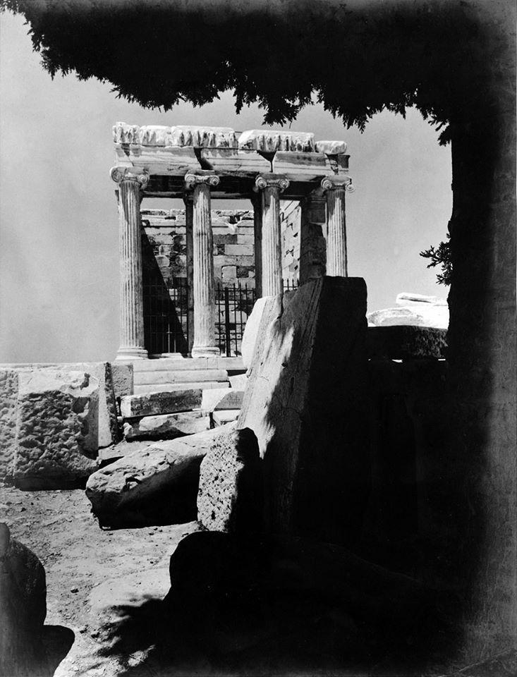 NELLY'S (Νέλλη Σουγιουλτζόγλου), δεκαετία 1930, Ναός Αθηνάς Νίκης