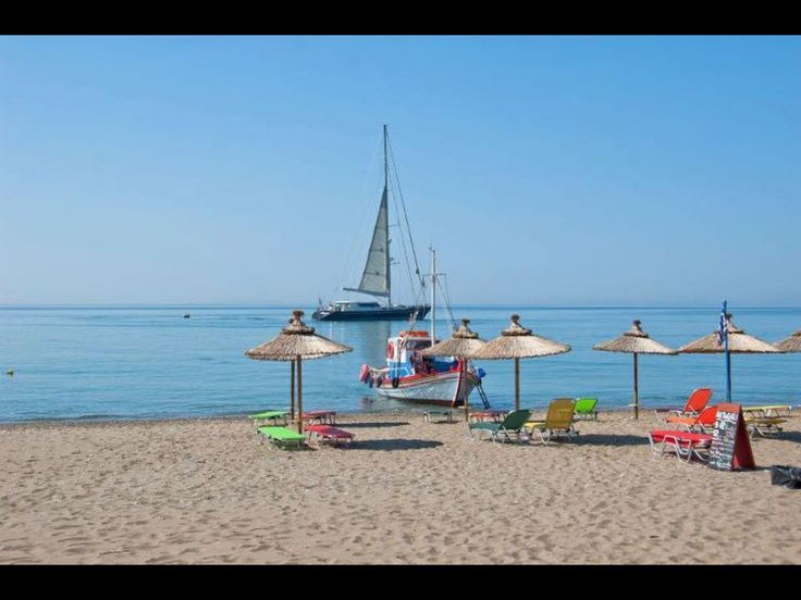 Votsalakia beach, Samos. Beds and parasols from Taverna Pizzeria Akrogiali. Lovely place to be!