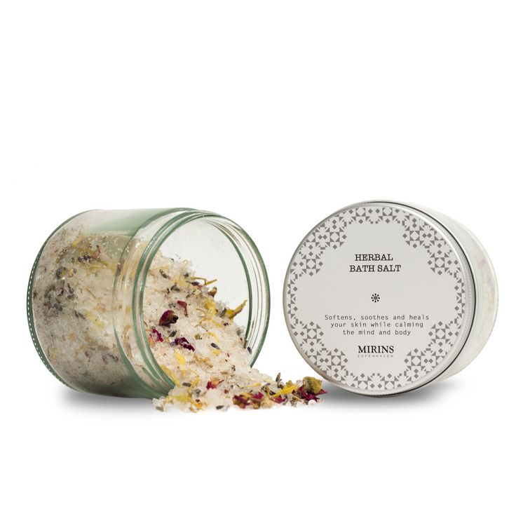 Bath Salt - Roses, Lavender and CalendulaThis bath blend softens, soothes and heals your skin while calming the mind and body.  Ingredients Epson Salt, Dead Sea Salt, Pink Himalaya Salt, Lavender Buds (Lavandula angustifolia), Chamomille Flowers (Anthemis nobilis), Rose buds (Rosa damascene), Calendula flowers (Calendula officinalis).