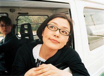 映画内で小林聡美さんが着用されていた黒縁めがねも素敵ですね。こちらは、OLIVER PEOPLES(オリバーピープルズ)のもの。世代問わず、絶大な人気を誇るアメリカのアイウェアブランドです。
