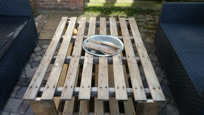 Pallet table with firepit