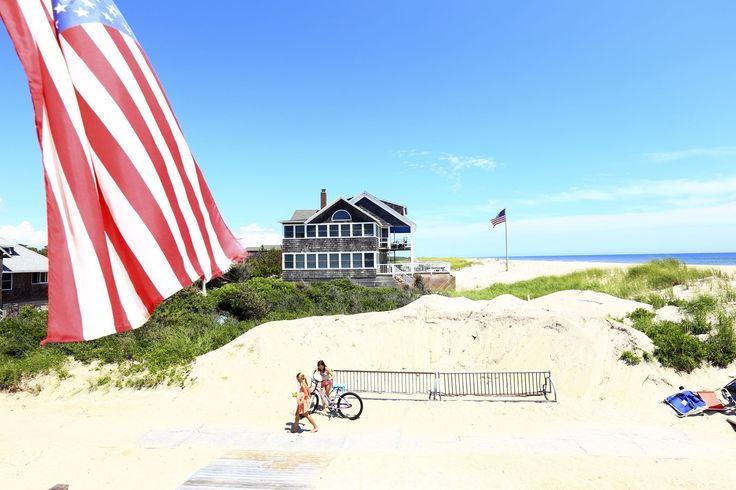 Long Island boasts miles of beautiful beaches. Learn about some of them, including Main Beach, Coopers Beach, Jones Beach and more.