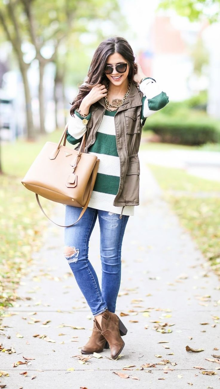 This looks warm and comfy.  Love the combo of the jeans, sweater and vest.  Plus the great bag.
