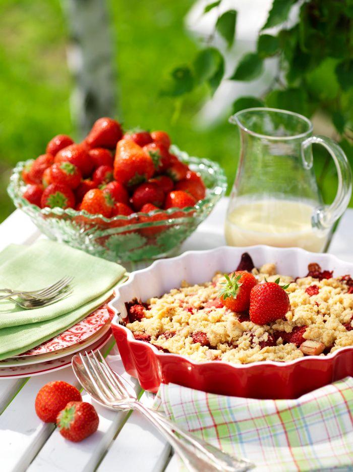 Recept smulpaj med jorgubbar och rabarber