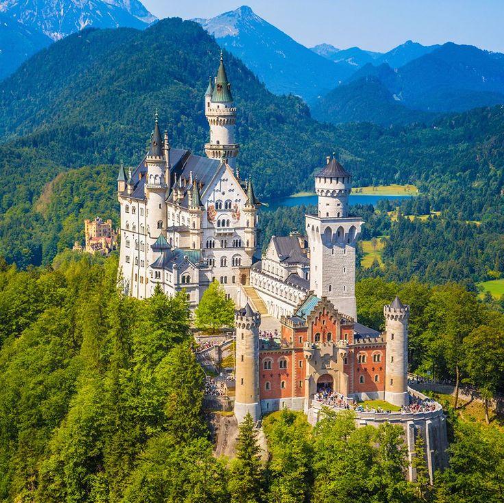 王の城は未完のまま・ノイシュバンシュタイン城 ロマンティック街道の終点にふさわしいドイツ・フュッセンで見るべき観光スポット4選