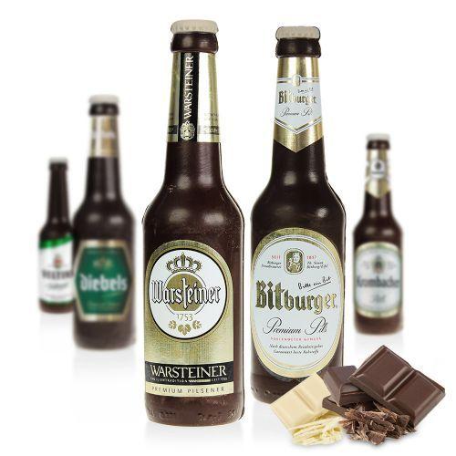 Die Bierflasche aus Schokolade ist eine Schokofigur, die ganz im Design bekannter deutscher Biermarken gefertigt ist. Genial als Hingucker für Bierliebhaber: Zartbitterschokolade im Stile eines leckeren Pils!
