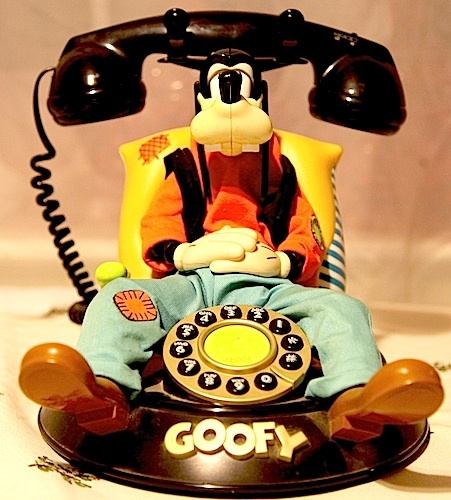 I bought my mom this phone many years ago. I have it now and will pass it on to my daughter. I love it! #momselect #newfantasyland