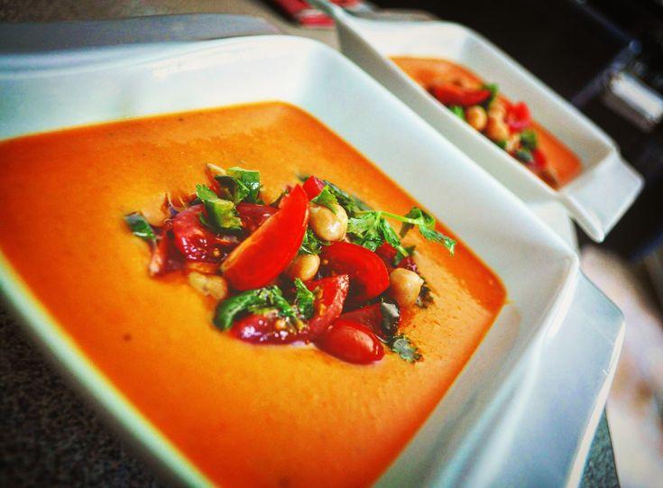 Soupe-repas aux tomates, lentilles corail et pois chiches