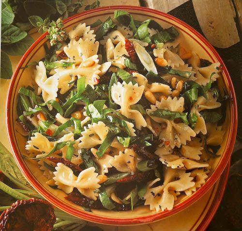 Recept Pastasalade met zongedroogde tomaat en spinazie