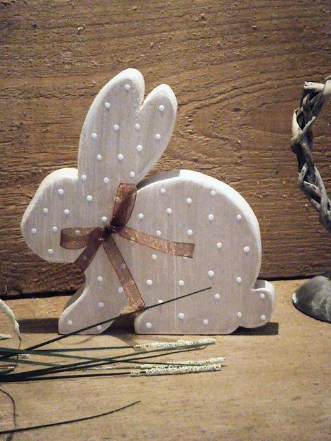 Produktbeschreibung  Hase (sitzend) in beige mit abgeschliffenen weißen Kanten. Ein besonderer Blickfang. ...
