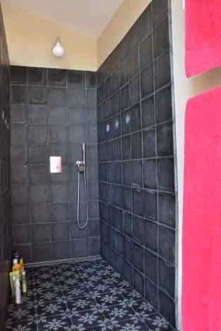 Bathroom, verrière, carreaux ciment, amcodeco.com