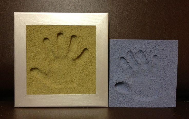pienokaisen kädestä  tai jalasta saa aitoon hiekkaan painetun jäljen - ikimuistoinen lahja tai henkilökohtainen sisustusesine http://www.licofun.de Sand Memories