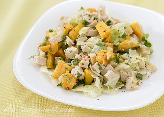 Я сегодня опять с необычным салатом.:) Люблю сочетание мяса с фруктами. Из этой серии Клубнично-апельсиновый салат с курицей и Салат из клубники и моцареллы . Для…