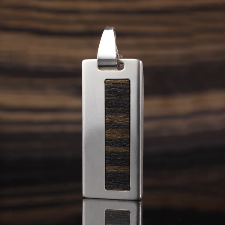 ZaNa Silver Teak II is a unique, exclusive gadgets that combine modern technology with a unique USB memory design. Ultra-modern electronics capacity from 4GB to 64GB is enclosed in a casing made of  the finest silver 925 and exotic Teak wood!.