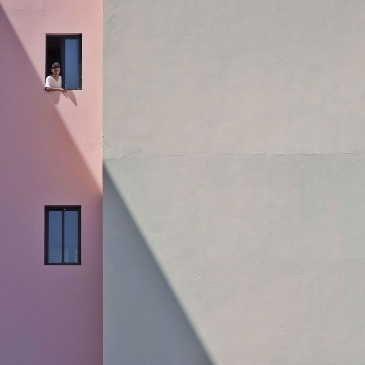Scaling Architecture: Abstract Geometry Meets Everyday Life in the Photography…
