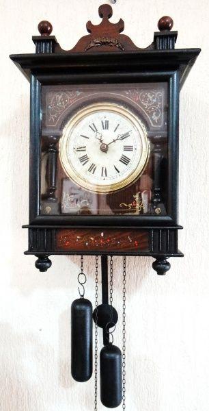 Relógio de parede Floresta Negra (Schwarzwald). Antigo relógio com mais de 150 anos, provavelmente v