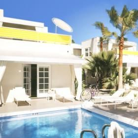 Pool Patio Room Palm springs affordable boutique hotel. walk to restaurants downtown. no children allowed!