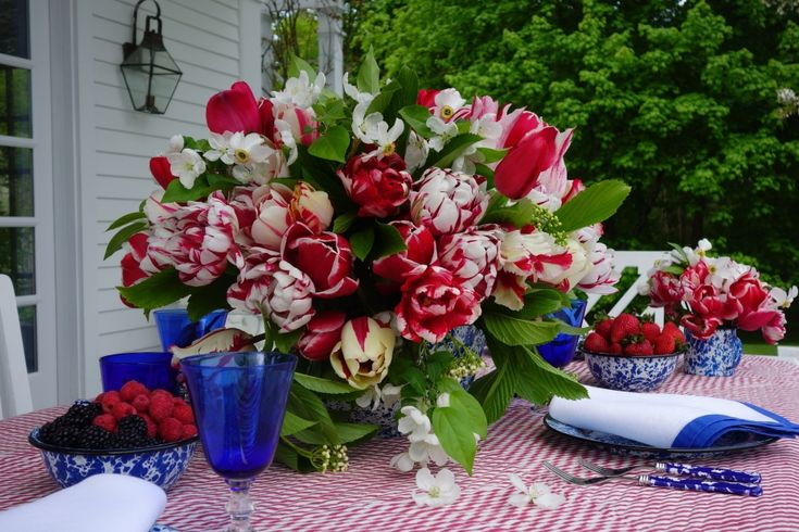 Variegated tulips in simple tin splatter ware carolyne for Red white blue flower arrangements
