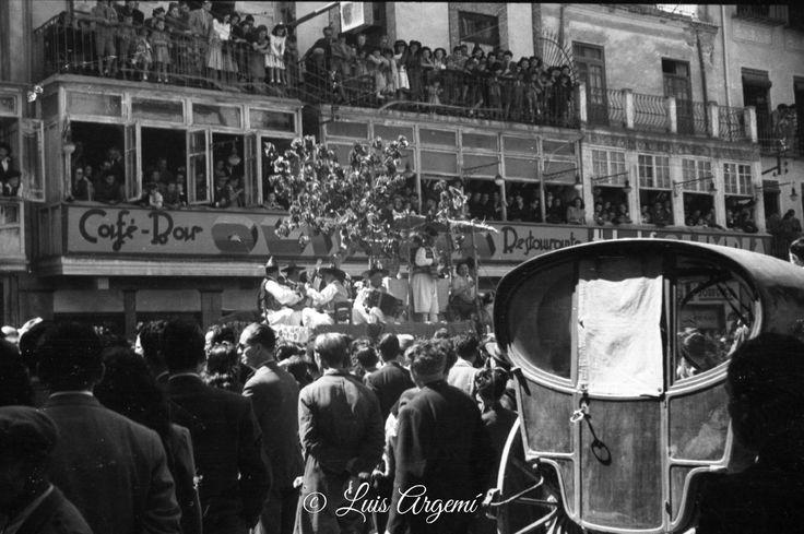 Bando de la Huerta de 1945 Magnifica fotografia frente al bar Olimpia fotografia de Luis Argemí. Estaba en Calle Jara Carrillo, creo