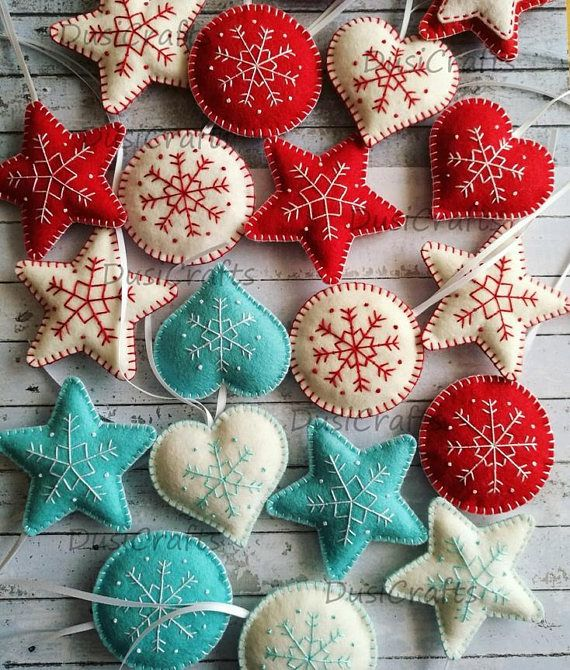 Set von rot weiß Weihnachtsdekorationen, Wollfilz blau weiß Ornamente, bestickte Schneeflocke Ornament, traditionelle Dekor