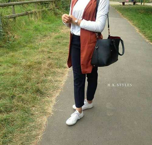 rusty-vest-with-chemise-hijab