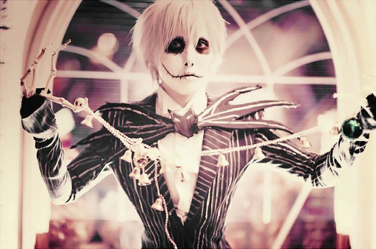 Jack Skellington  Source: http://maho-urei.deviantart.com/art/Jack-s-Obsession-343791630  [Cosplayer + costume + makeup: Urei] [Photographer: ningen-sankyaku]  #cosplay