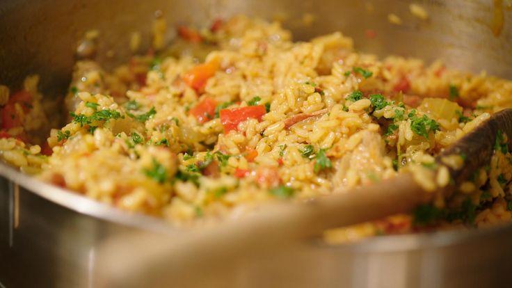 Jambalaya is een echt one-pot wonder uit het zuiden van de Verenigde Staten. Het is een pittig gerecht uit de cajunkeuken met varkensvlees, groenten en rijst dat wat doet denken aan paella.