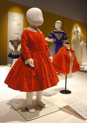 こどもとファッション ―小さな人たちへのまなざし   神戸ファッション美術館