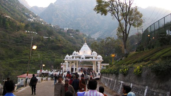 KASHMIR - the celestial beauty on earth. Proposed Route:  Vaishno Devi - Phelgam - Gulmarg - Srinagar - Patnitop - Jammu