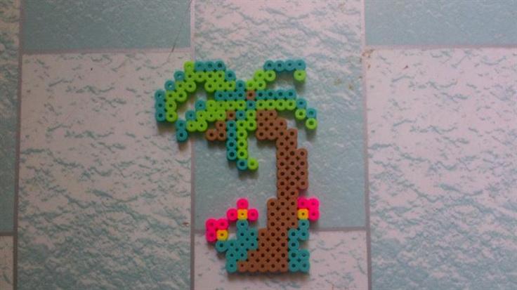 Palm tree perler beads by QuelaC. - Perler® | Gallery