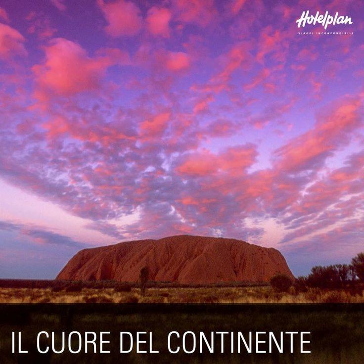 Vuoi ammirare una delle grandi meraviglie naturali del mondo? Simbolo dell'Australia, Ayers Rock domina il paesaggio del deserto circostante nel Parco Nazionale di Uluru/Kata Tjuta. Da non perdere la visita all'alba o al tramonto quando il sole infuocato lo colora con mille sfumature dall'ocra al rosso arancio, brunito e intenso. Per i primi australiani l'origine di tutto. Per noi il viaggio della vita.
