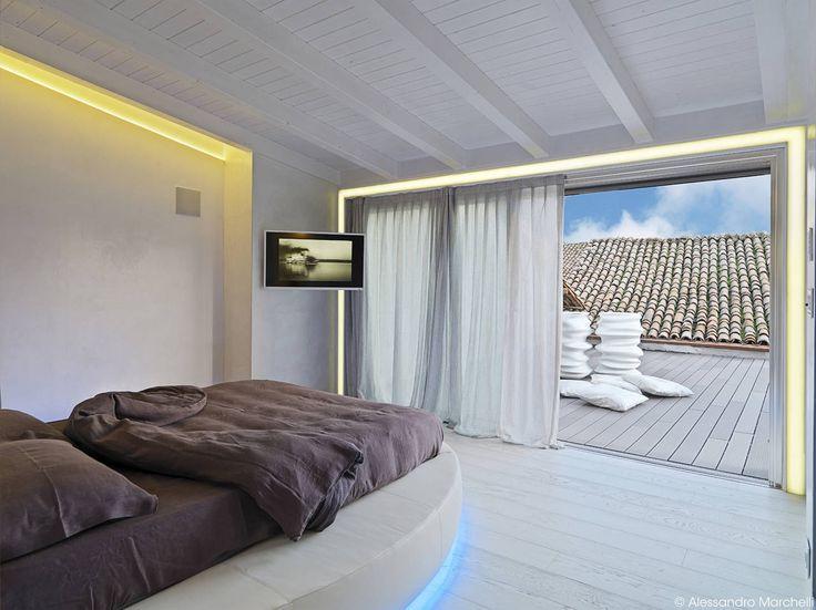 ... sensi: camera da letto e stanza da bagno condividono spazi e funzioni