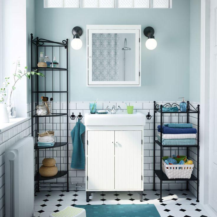 A bathroom with white SILVERÅN wash cabinet and mirror cabinet, black RÖNNSKÄR shelves and black VITEMÖLLA wall lamp