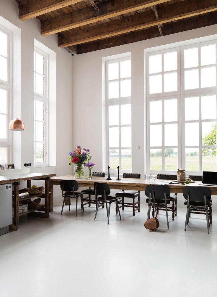 Lieu atypique : Rénovation d'une ancienne école aux Pays Bas || Table de cuisine XXL