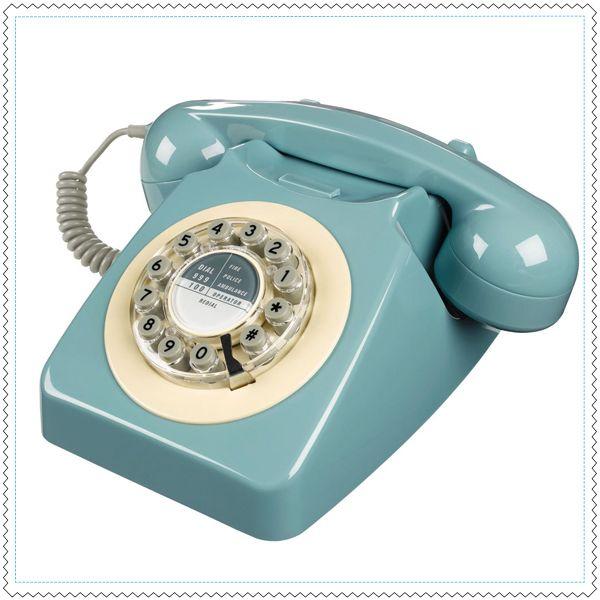 """C'est l'icône incontournable des années 60/70, inspiré du modèle populaire 706, ce téléphone réédité dans une jolie couleur pastel """"so british"""" séduira les plus nostalgiques !Le cadran tournant remplacé par un clavier avec des touches numériques.Bouton de rappel.Branchement simple sur prise téléphone ou directement sur votre box internet !"""