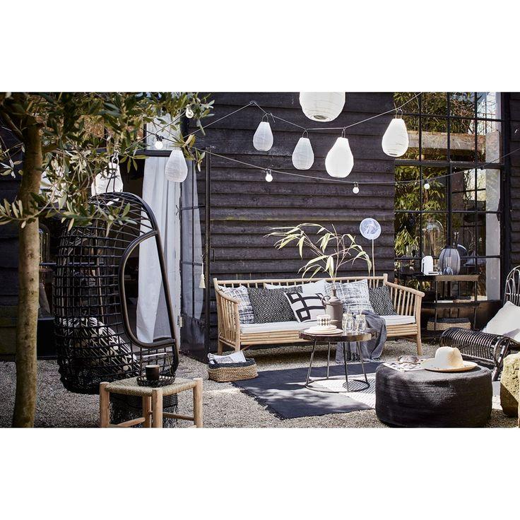 Black hang chair for the garden. HK living