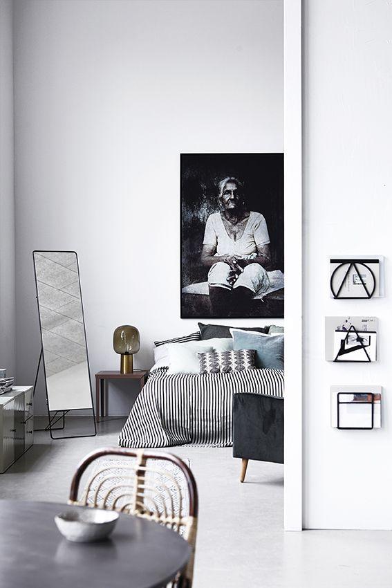 #housedoctordk #everyday2015 #housedoctor #magazine #wall #rack #stand #mirror www.stijlkamer83.nl
