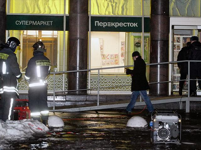 Russian news reports say at least ten people have been injured by an explosion at a supermarket in St. Petersburg. Russian news agencies quoted St. Petersburg's branch of the Emergencies Ministry as saying that a device containing 200 grams of explosives went off on Wednesday at a storage area for customers' bags.